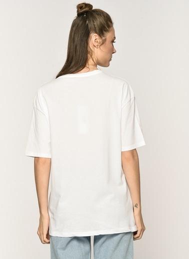 Loves You Taş ve Pul Detaylı Baskılı T-shirt Beyaz